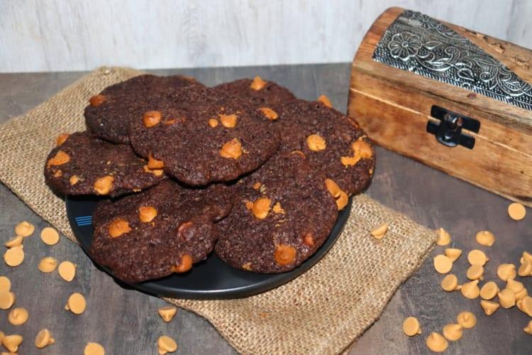 Čokoládové cookies s arašídovým máslem (USA)