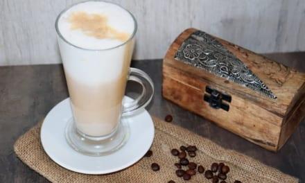 Caffe latte s kardamomem