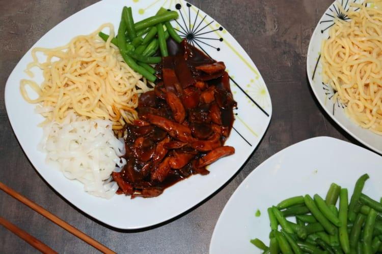 Kuřecí maso s bambusem a houbami