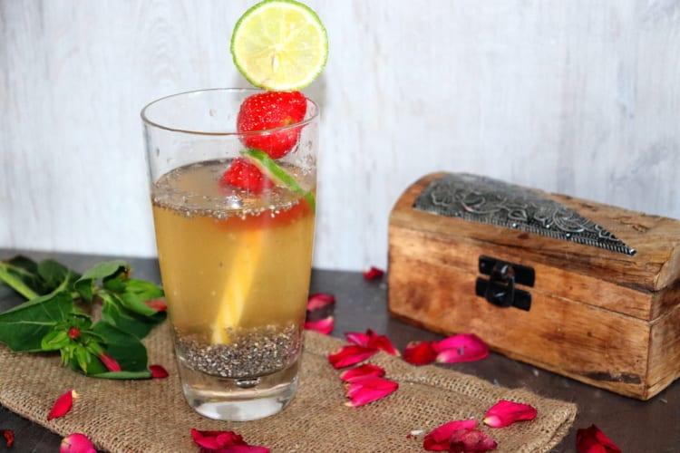 Ledový zelený čaj s chia semínky