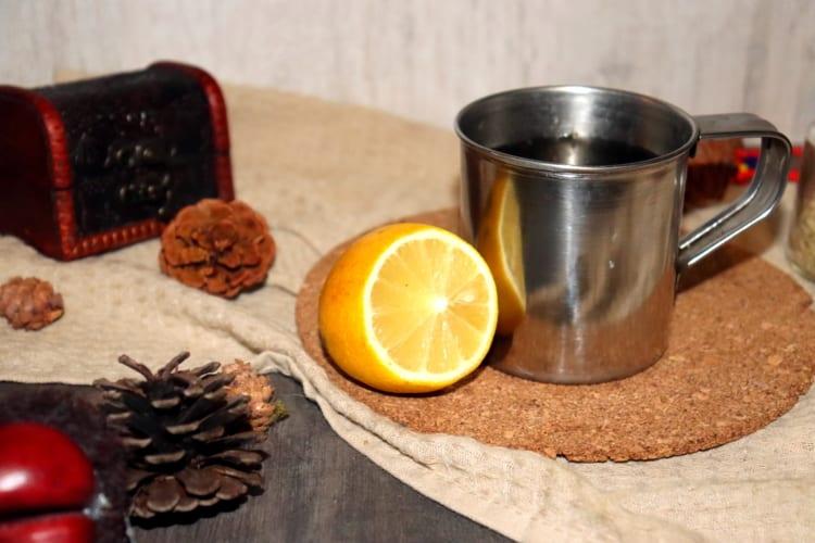 Čaj na chřipku: citrón, med, zázvor, chilli