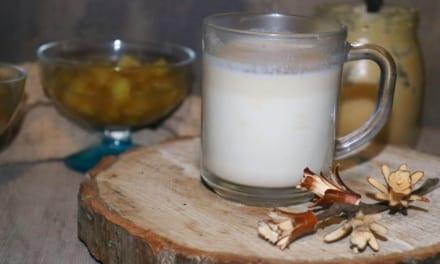 Horké arašídové mléko – veganské
