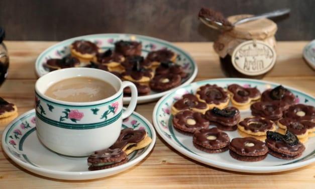 Sušenky plněné krémem ze Svatojánských ořechů