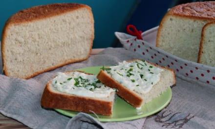 Tvarůžková pomazánka s domácím chlebem