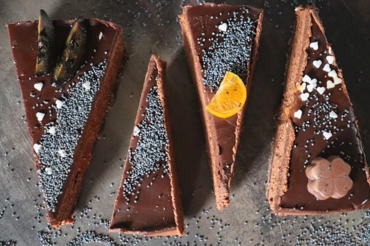 Čokoládový cheesecake se svatojánskými ořechy a mákem