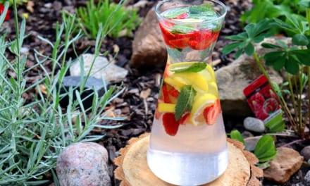 Ovocná voda: jahoda, citrón a máta